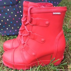 Sorel Joan Rain Wedge Gloss Boots Size 9